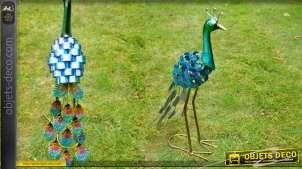 Sculpture animalière d'un paon en metal couleurs industrielles brillantes