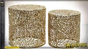 Table basse en aluminium doré en 2 volumes cylindriques motifs feuillages 42 cm