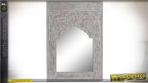 Miroir en bois sculpté oriental patine grise et blanche à l'ancienne 100 cm