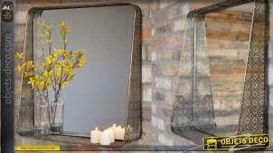 Miroir de forme carrée, encadrement en métal de style moucharabieh finition vieux doré