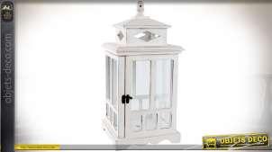 Lanterne décorative en bois patine blanche à faces fenêtrées style rétro 47 cm