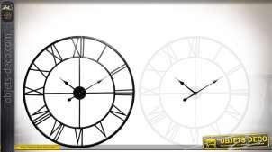 2 horloges murales, noire et blanche, effet fer forgé et chiffres romains Ø 60 cm