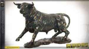 Statuette animalière : taureau de corrida en résine, sur son socle 36 cm