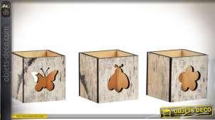 Série de 3 bougeoirs en bois vieilli en forme de cubes à motifs en ajours