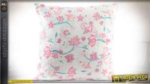 Coussin 45 x 45 blanc à motifs floraux et enfantins rose et turquoise