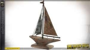 Maquette décorative stylisée sur socle d'un bateau à voiles en bois et métal 46 cm