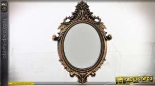 Miroir mural ovale de style baroque finition dorée vieillie