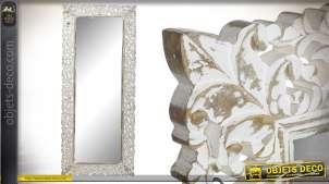 Grand miroir en manguier, de style baroque aux finitions blanchies vieillies 164cm