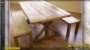 Grande table pin massif et ses deux bancs