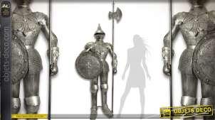 Grande armure médiévale en métal argenté (2,42 mètres)