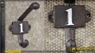 Patère murale en fonte, collection Numbers, modèle numero 1