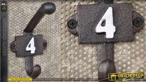 Patère murale en fonte, collection Numbers, modèle numero 4
