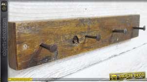 Porte manteau en bois, style rustique ave clous de charpentier en guise de patères