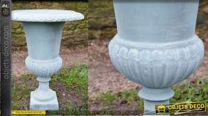 Vase style Médicis en fonte, finition bleu ciel et reflets cuivrés, 48cm de diamètre