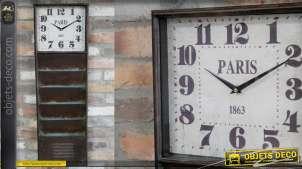 Trieur mural en métal oxydé style vieil atelier avec horloge au sommet, rivets apparents