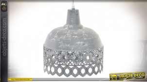 Suspension en métal style vieille campagne, dentelle métallique finition zinc blanchi, Ø25cm