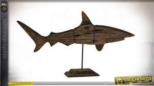 Grande sculpture de requin en bois flotté monté sur socle esprit trophée, ambiance bord de mer élégante, finition vieilli, 89cm