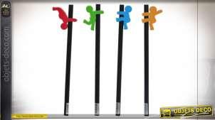 Série de 4 crayons en bois avec personnages en caoutchouc