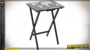 Table auxiliaire en bois de forme moderne avec impression de planisphère sur la plateau, finition noire mate, 66cm
