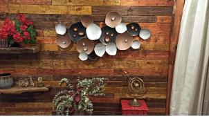 Grande décoration en métal de style abstrait, sphères entrelacées finitions industrielles et notes cuivrées, 134cm