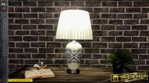 Lampe de table en grès finition bleue et blanche avec motifs effet anciens carreaux de ciments, 55cm
