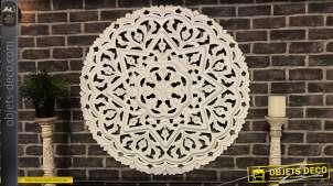 Grande déco murale en bois finement sculpté finition blanc, effet relief 3D