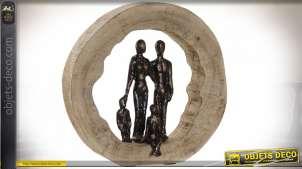 Décoration à poser en bois de manguier finition naturelle et en aluminium bruni, représentation d'une famille, Ø27cm