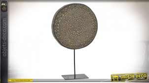 Trophée en bois de suar véritable, sculpté et teinté marron ancien avec motifs ethniques, 33cm
