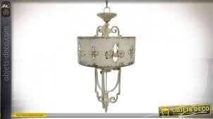 Grand lustre en métal effet vieilli, finition crème oxydé avec symbole d'inspiration fleur de lys, 98cm