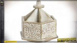 Support compartimenté héxagonal en bois de manguier, finition sculpté et blanchi, motifs floraux, 20cm