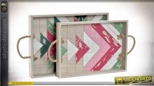Série de deux plateaux en bois avec anses latérales, finition rose et vert effet ancien, 42cm