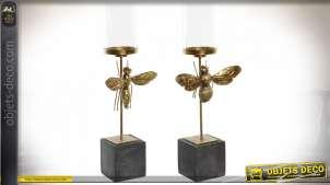 Série de deux bougeoirs en résine et métal, formes d'insectes volants, finition doré ancien, 67cm