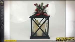 Lanterne déco noire avec 3 bougies LED et branches de houx 32 cm