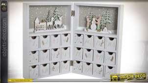 Calendrier de l'avent en bois finition blanchi, ouverture en livre, découpes de rennes et forêts, ambiance Noël, 42cm