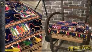Grand coussin rectangulaire en coton épais, motifs patchwork en relief avec pompons 60x35