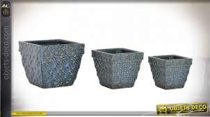 Série de trois caches pots en faïence, finition bleu ancien avec reflets cuivrés