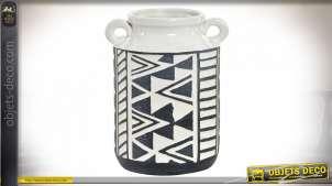 Vase en grès décoratif finition blanche avec motifs Ikat noirs, ambiance moderne, 19.5cm