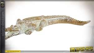 Représentation d'un crocodile décoratif effet bois sculpté, finition blanchie, ambiance tropicale, 30cm
