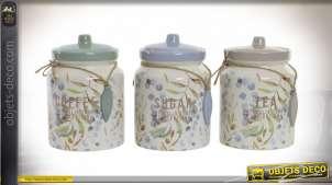 Série de trois pots en grès avec motifs de feuilles finitions vintage pastelles et petites cordes décoratives, 16cm