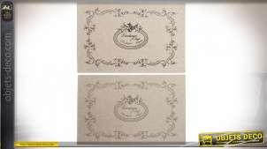 Série de deux set de table en lin finition naturelle, inscription vintage au centre avec formes arabesques, 45cm