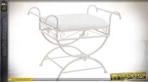 Chaise Dagobert en métal laqué blanc style fer forgé avec assise blanche