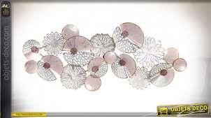 Grande décoration murale en métal finition acier et rose poudré, de style abstrait en forme de cercles entrelacés, 119cm