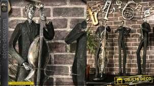 Grande statue en résine d'un violoncelliste, finition noir mat et vieil argent, 79cm de haut