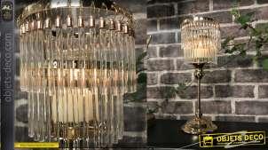 Bougeoir en métal et verre esprit lustre à pampilles, finition doré et notes effet cuivré, 34cm