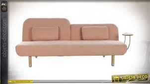 Canapé vieux rose de style vintage, convertible, trois places avec coussins
