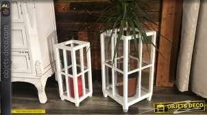 Série de 2 lanternes ouvertes, en bois finition blanc cassé et verre, de style rétro, 50 cm de haut