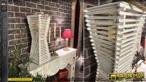 Lanterne blanche originale en bois finition blanc et grande anse en corde, forme pyramidale esprit asiatique, 59cm