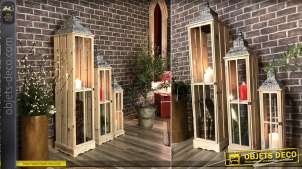 Série de trois grandes lanternes à poser en bois esprit palette finition blanchi, 148cm de haut sur deux niveaux