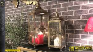 Série de deux lanternes en métal et verre, finition doré ancien, esprit croix des templiers, 67cm