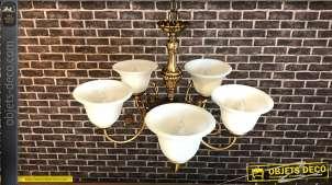 Lustre à 5 feux en métal, de style rétro/ancien en finition vieux doré, dômes en verre blanchi fumé, 105cm